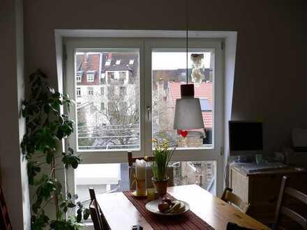 Ruhige, helle 4-Zimmer-Maisonette-Wohnung mit EBK in Karlsruhe