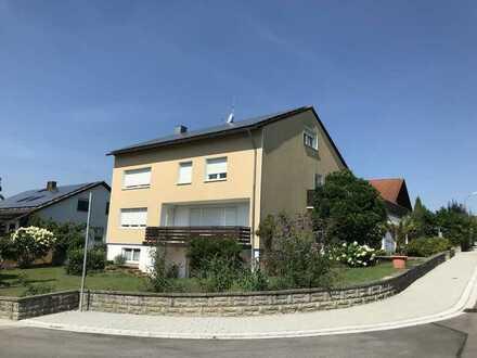 Gepflegte 2,5-Zimmer-Hangeschosswohnung in Gerolsbach zu vermieten!