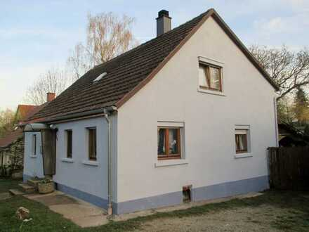 ländliches Einfamilienhaus mit Nebengebäude, sehr ruhige Lage, großer Garten