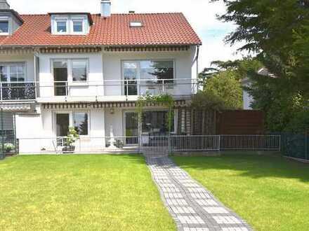 Modernes Reiheneckhaus mit 3 Wohneinheiten und sonnigem Garten