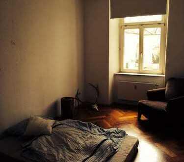 Zimmer in schönem 100 qm 3,5 Zimmer Altbau mit großem Wohnzimmer