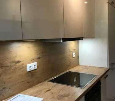 Sonnige Wohnung mit zwei Balkonen, neuem Boden und neuer Einbauküche