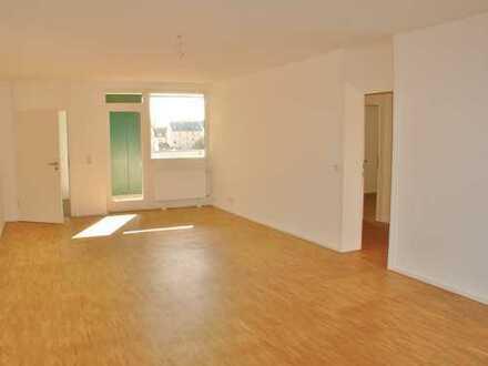 Großzügig geschnittene frisch sanierte 3 Zimmerwohnung