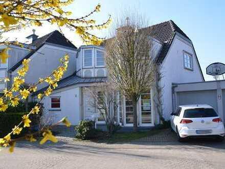 Wohnen in Rheinnähe! Exklusives Einfamilienhaus in Wittlaer!