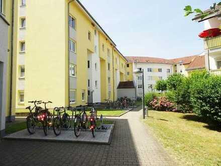 Ab sofort frei: Renovierte 3-Zimmer Wohnung mit Balkon in guter Lage von Langen
