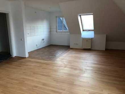 Top renovierte, sehr schöne, helle und komfortable 2 Zimmer-Wohnung im Düsseldorfer Süden