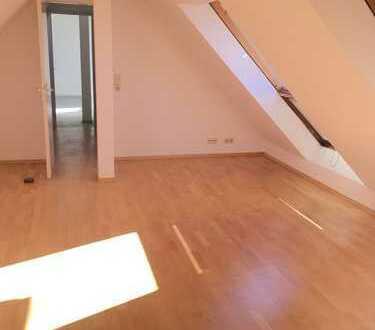 Sehr helle 3-Zimmer Dachgeschosswohnung in Giesing mit schönem Blick nach Süden