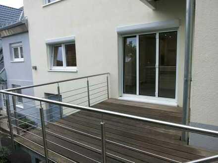 Stilvolle, modernisierte 3-Zimmer-EG-Wohnung mit Terrasse und EBK in Stuttgart-Rohracker