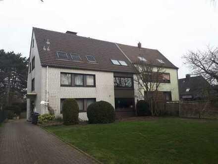 Helle und freundliche Dachgeschoss-Wohnung mit Blick ins Grüne, in ruhiger Wohnlage in Dinslaken