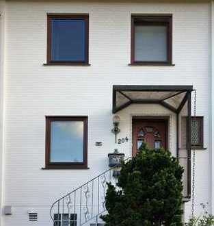 Familienfreundliches Reihenhaus mit fünf Zimmern und Einbauküche in Kattenesch, Bremen
