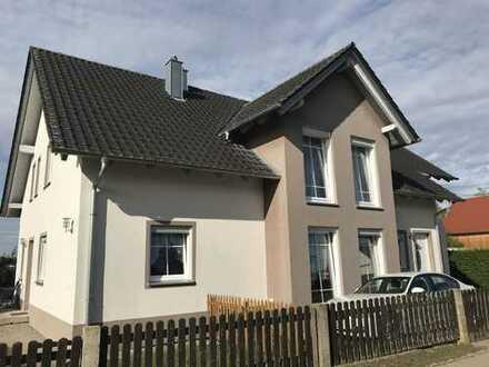 Neuwertiges Einfamilienhaus mit Einliegerwohnung in ländlicher Lage!