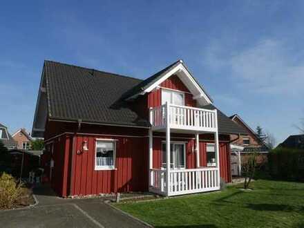 Natürlich schön! Traditionelles, freistehendes Schwedenhaus mit Balkon!