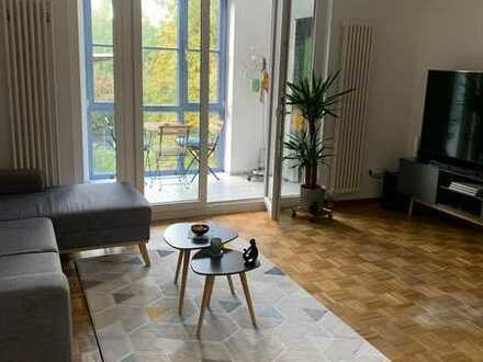 Stilvolle, gepflegte 2-Zimmer-Wohnung mit Wintergarten und Einbauküche