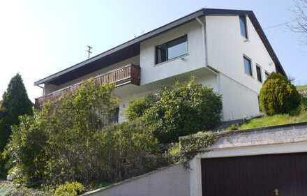 Sonnige 4,5-Zimmer-Wohnung mit großem Grundstück