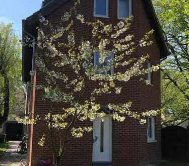 Köln-Weiden; schöne Doppelhaushälfte mit großzügigem Garten