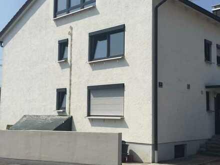 Erstbezug nach Sanierung mit Einbauküche: stilvolle 1,5-Zimmer-Dachgeschosswohnung in Ingolstadt