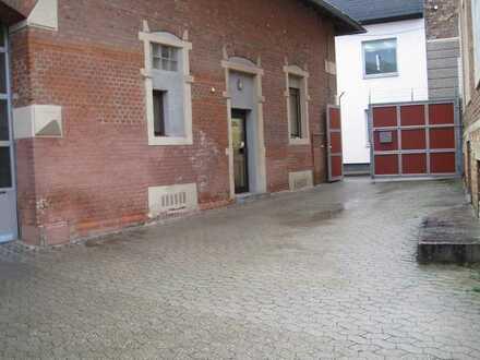 Besondere Gewerbehalle mit Büroräumen- Premiumlage !