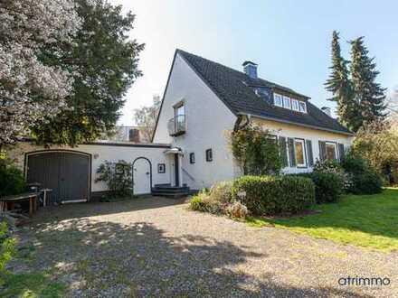 Erlesen ausgestattetes EFH mit sehr großem Garten, Pool und Anbau. 165 qm Wohnfläche. In Erkrath.