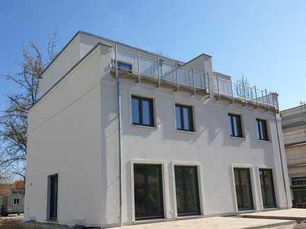 DHH als Townhouse, 5 Zimmer, Dachterrasse, Keller, 201 m² Gesamtfl., KfW55, Bezug 2020