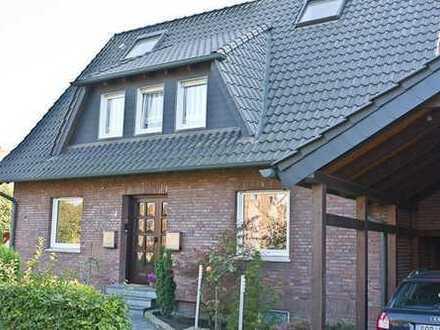 Gepflegte Dachgeschoss-Wohnung in Zwei-Familien-Haus