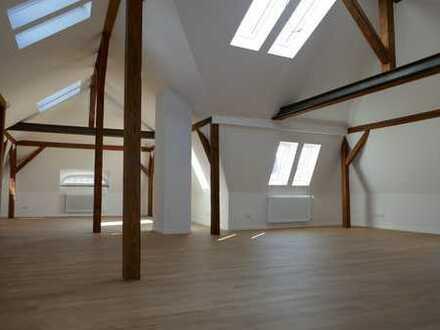 Für Dachgeschossliebhaber 3 Zimmer im Stuttgarter-Westen zu vermieten -KEIN BALKON-