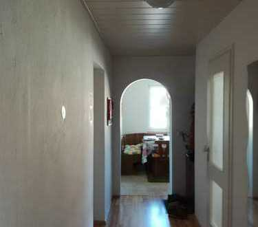 Freundliche, helle 3-Zimmer-Wohnung mit Balkon und EBK in Buchloe