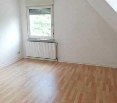 Frisch renovierte DG- Wohnung an der Rahmer Straße- Ruhige Wohnanlage