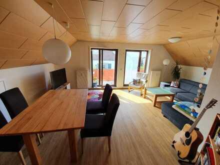Gepflegte 3,5-Zimmer-DG-Wohnung mit 2 Balkonen und EBK in Illingen