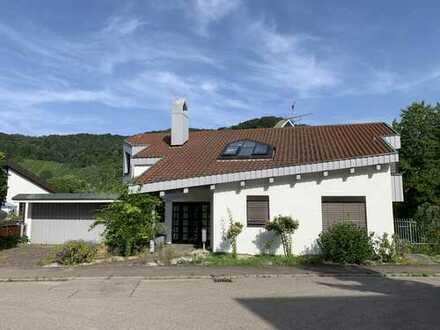 Einfamilienhaus mit Einliegerwhg/Büro, Schwimmbad und Sauna, herrliche Lage, unverbaubare Aussicht