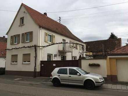 Schönes, geräumiges ehem. Winzer-Haus mit sechs Zimmern in Neustadt an an der Weinstraße, Duttweiler
