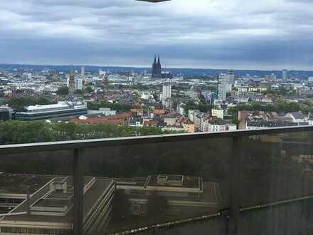 Helle, freundliche 2-1/2 Zimmer-Wohnung mit Domblick und Balkon in Sülz, Köln