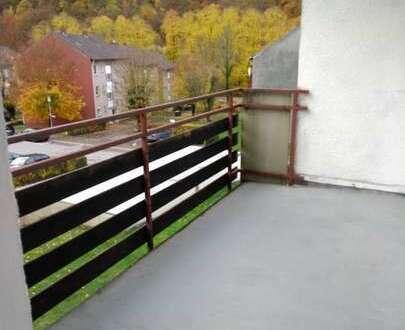 Superschön renovierte 2 Zi-Küche-Bad Wohnung mit sonnigem Balkon