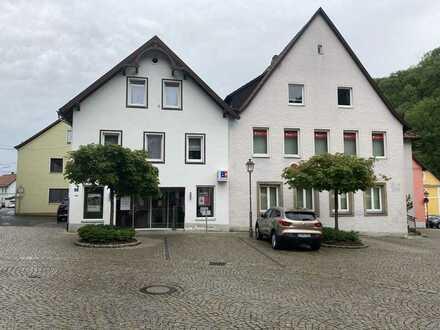 **Perfekt gepflegte 4,5-Zimmer Wohnung auf 2 Ebenen im Herzen von Wirsberg**