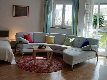 Vollständig renovierte, möblierte, 1-Raum-Wohnung mit Terasse/Garten und EBK in München-Moosach