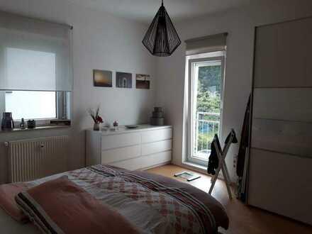 Modernisierte helle OG-Wohnung mit drei Zimmern und EBK in Rottenburg am Neckar