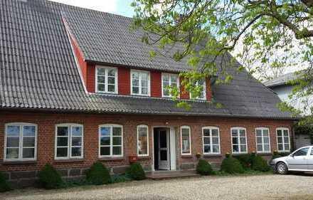 Sehr schöner Dreiseitenhof Nähe Flensburgs mit 5 Wohnungen, 2 Wohngebäude, 3 Nebengebäude