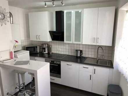 Stilvoll möblierte, renovierte 2-Zimmer-Hochparterre-Wohnung mit Einbauküche in Stuttgart
