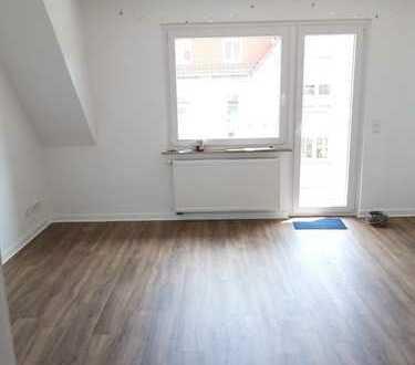 Traumlage im Kreuzviertel- helle, Sanierte 3-Zimmer-Dachgeschosswohnung mit Balkon und Wohnküche