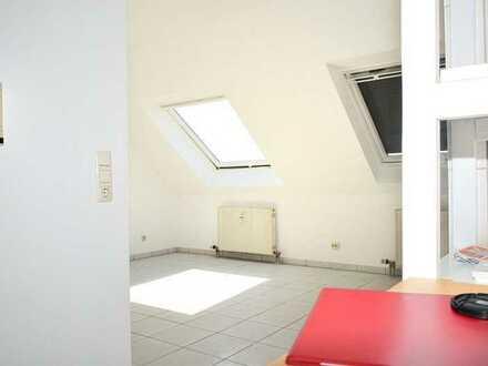 Schrägen, die die Welt bedeuten - Gemütliche 27qm unterm Dach -Tiefgaragenplatz inklusive....!
