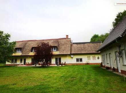 IMMOBERLIN: Faszinierendes Landhaus auf imposantem Grundstück