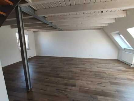 Erstbezug nach Sanierung mit EBK: exklusive 2-Zimmer-Maisonette-Wohnung in Öhringen