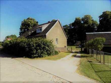+ Maklerhaus Stegemann + Dreifamilienhaus in der Feldberger Seenlandschaft