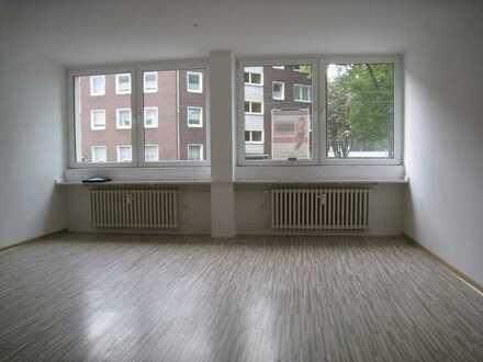 Gepflegte Hochparterre-Wohnung mit fünf Zimmern in Duisburg