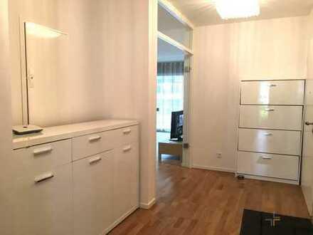 Schöne möblierte Neubauwohnung mit Einbauküche in direkter Rheinlage!