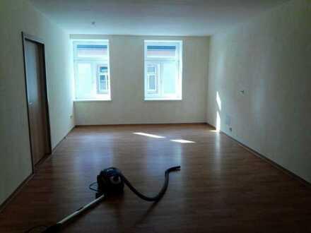 Günstige, modernisierte 5-Zimmer-Maisonette-Wohnung mit Balkon in Zschopau
