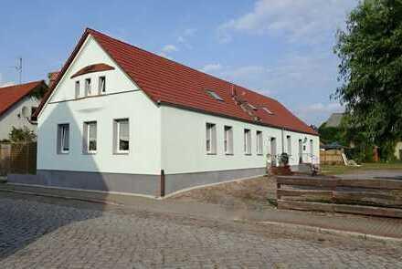 Vermietetes Zweifamilienhaus in ruhiger Ortslage von Hassel