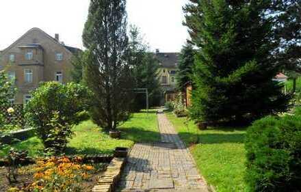 Wohnhaus (teilsaniert) mit viel Potential und schönem Grundstück in zentrumsnaher Lage