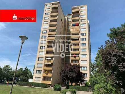 Hochhauswohnung mit herrlichem Blick in zentraler Lage mit Aufzug, West-Balkon und inkl. Küche!