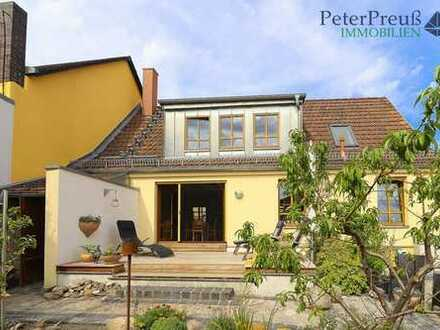 Liebevoll und authentisch saniert und modernisiert!- Charmantes Heim für Sie und Ihn!