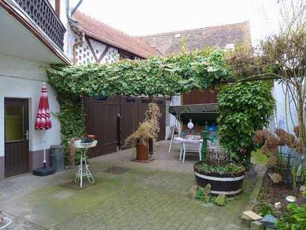 Großzügiges Bauernhaus mit Scheune in Klein-Gerau